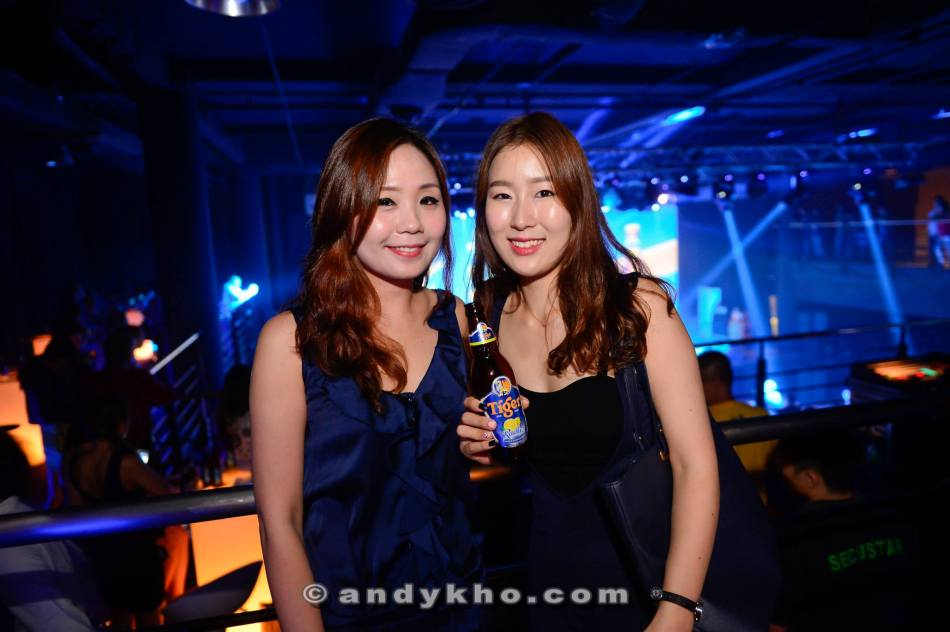 Hot babes Mei Yi and Jewel