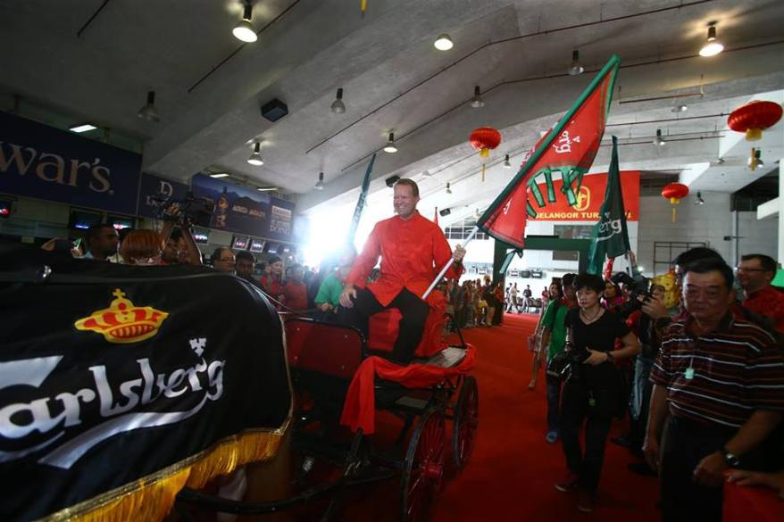 Then the boss aka Henrik Andersen the Managing Director of Carlsberg Malaysia made a grand entrance on a horse-drawn carriage!