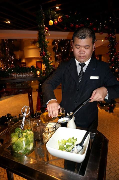 There's even a caesar salad trolley whereby the staff will come over and make the salad for you right at your table! Really saves you the trouble of mixing and tossing it yourself.