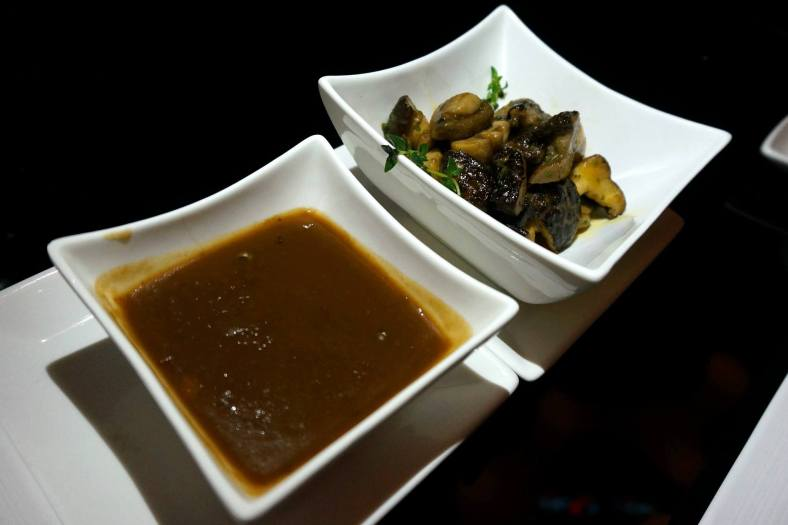 Green pepper corn with Cognac sauce (left) and a side (RM12.00) which was the Wild mushrooms with herb butter (right).