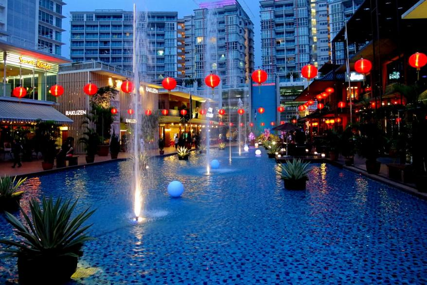 Oasis Square has a nice ambiance and has a large variety of eateries