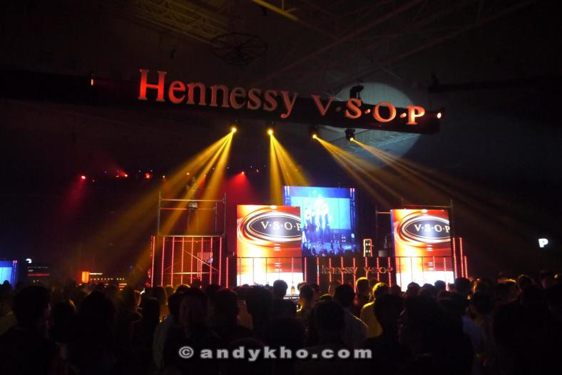 Had some signature Hennessy V.S.O.P. long drinks while in the lounge area while waiting for the party zone to open