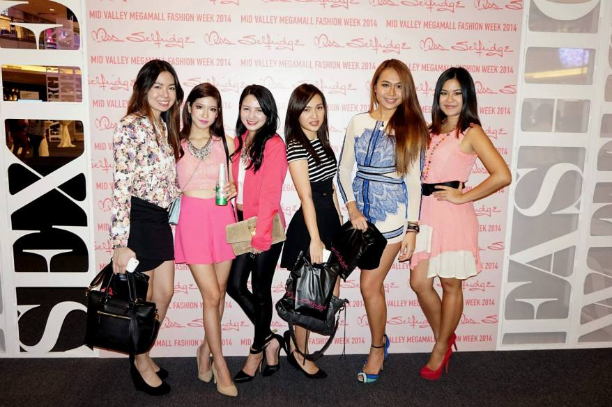 MHB's Paige, Bell aka Isabellakuan, Povy Teng, Mynn and Magdeline with her friend at the photowall