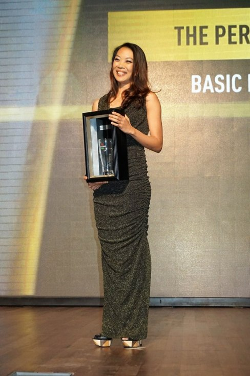 "Jessie Chuah - Heineken Senior Brand Manager, was awarded the ""Best Looking Presenter Award""by funnyman Douglas Lim who was also one of the MCs of the event. I happen to agree with him."