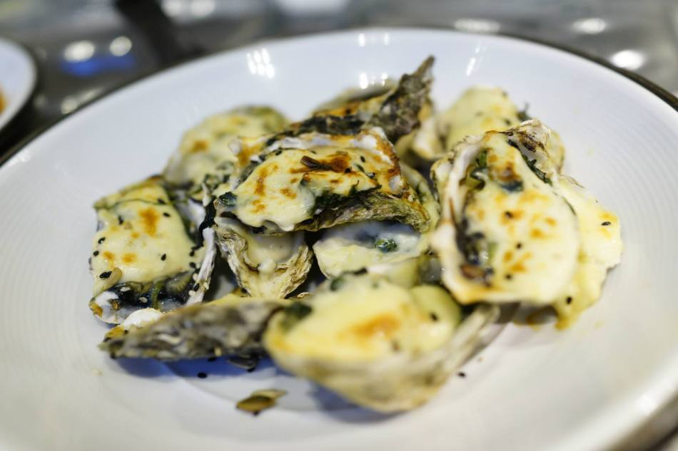 Oysters au Gratin - oysters baked with cheese! My fav!