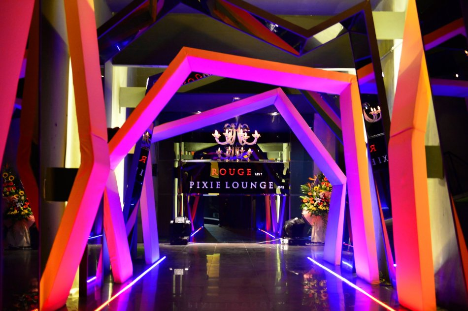 The entrance to the outlet is modern and chic. Feels like you're entering another dimension and rightly so - as you reach the interior you're transported to a wonderland of sorts!