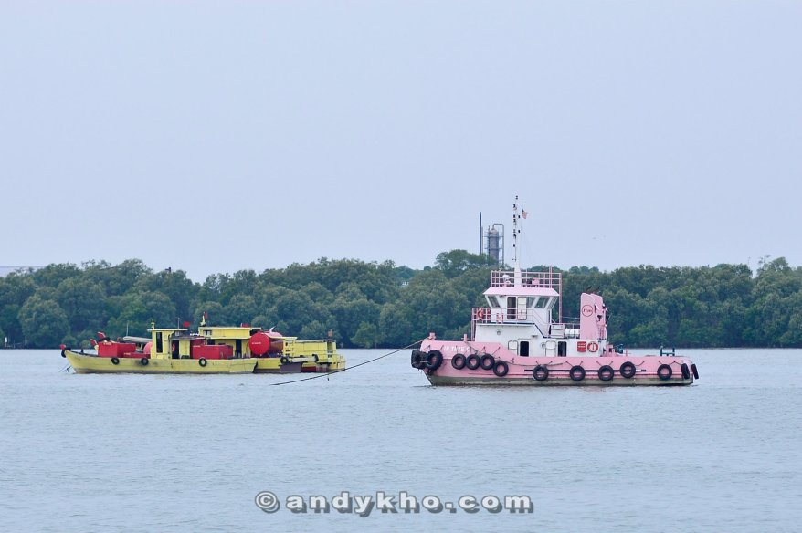 Spotted this pink tugboat and immediate thought of MHB's Kate Lee and Valerie Chua who are both major Hello Kitty fans!