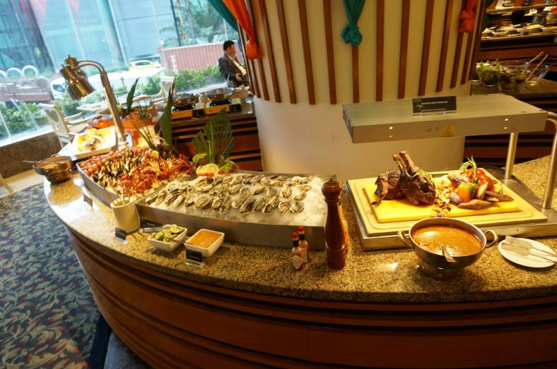 There is also Vogue Cafe's signature dishes such as roast beef, poached salmon, fresh oysters and seafood, sushi, salads, cold cuts, cheeses, etc. etc. to go along with the special Arabic menu