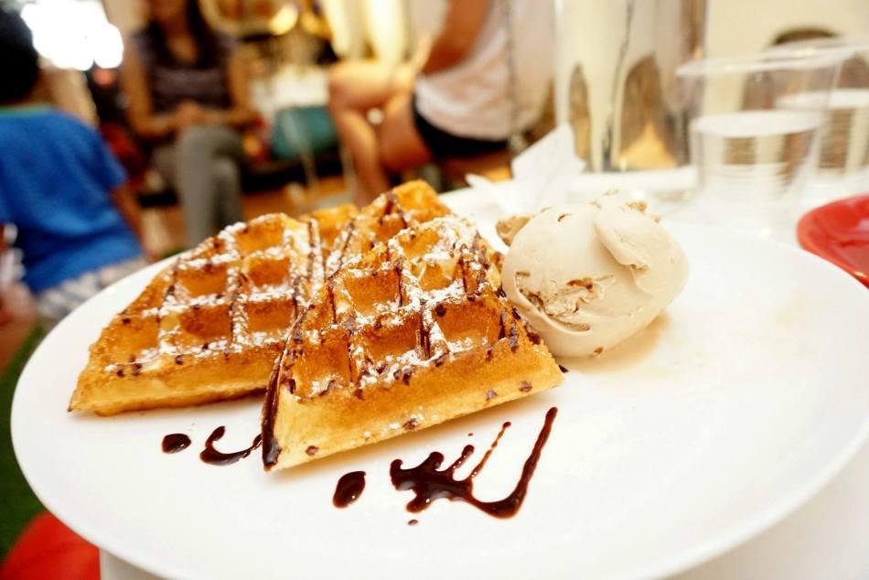 Waffles and hazelnut ice cream! A delicious combo!