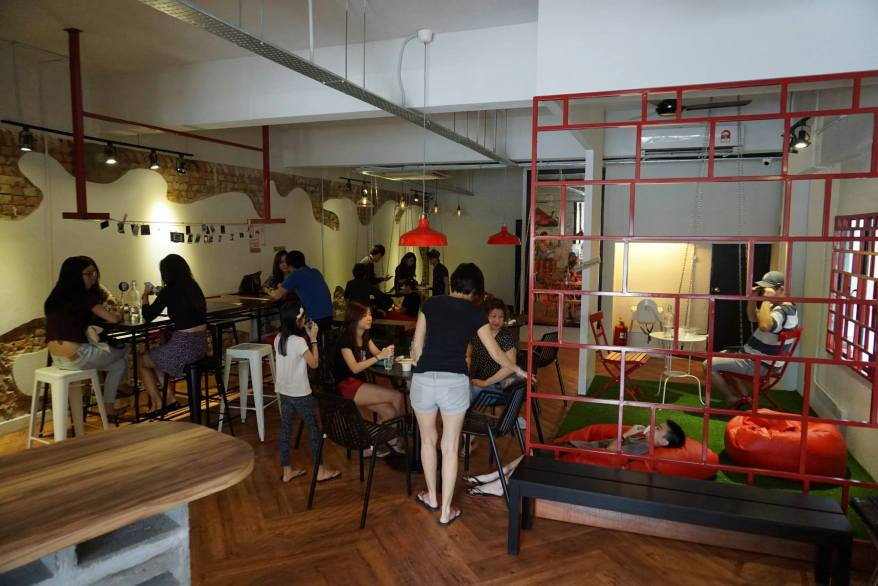 Inside Scoop Damansara Jaya occupies a whole shoplot thus is more spacious than the one in Bangsar Baru. Also as they have more space, they could give it a more chilled setting with swings, and bean bags for you to lie on while enjoying your ice cream. Do expect it to be quite full especially on weekend afternoons though.