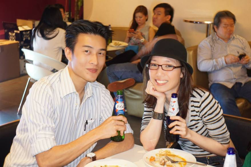 Then it was time to grab some chow before the show began. Here's another pic of Naomi with her boyfriend.