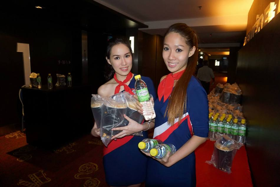 After dinner, we headed up to the hall where the pretty Beatrice and Yiwen were waiting to give us popcorn and drinks.