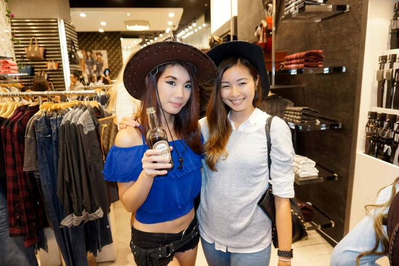 Cowgirls Jiayeen and Michelle