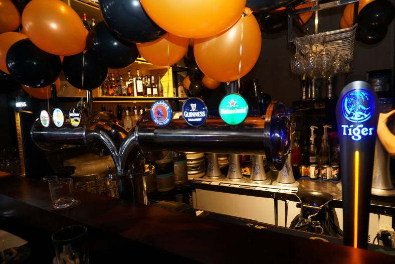 Speaking of drinks, the fully stocked bar at Friendscino has draught beers on tap as well as a selection of liquors and even champagne!