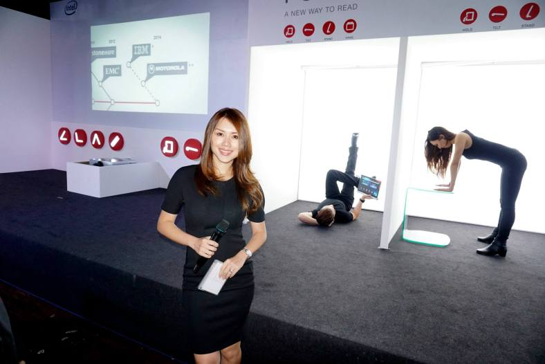 First thing I saw upon entering PLAY was the lovely Julie Woon who was the MC for the event. Did you know that Julie is my junior in secondary school? Even back then she was one of the hot chicks ha ha!