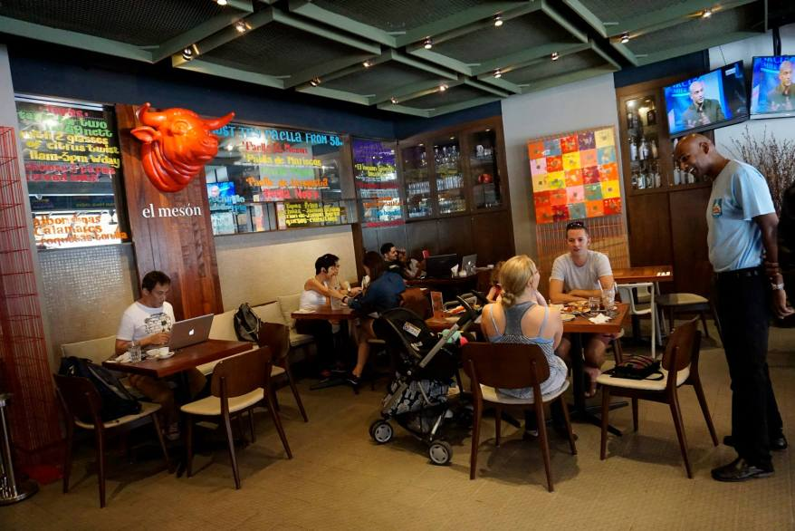 El Meson has both indoor and al fresco dining areas. Here's a pic of the indoor area which had a good crowd of diners.