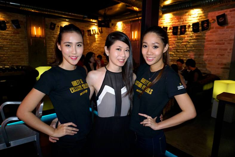 With me was MHB's Patricia seen here together with the pretty Yiwen and another Guinness girl