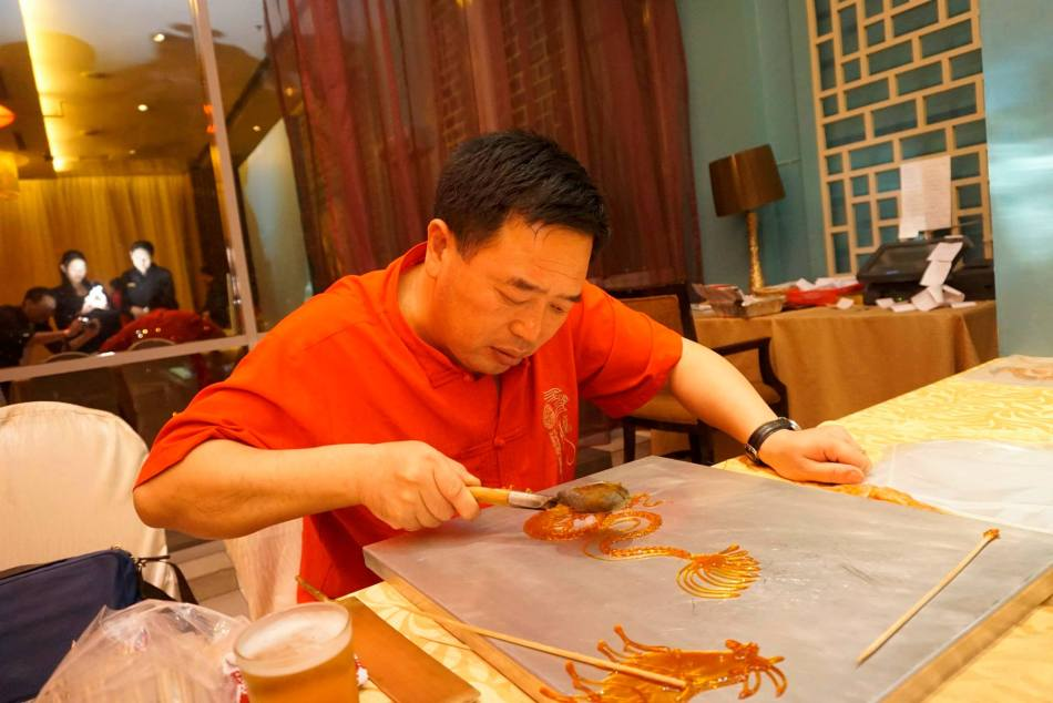 We were kept occupied by some artisans such as Chinese caligraphy,  animal shaped candy, and the cute animals on a stick