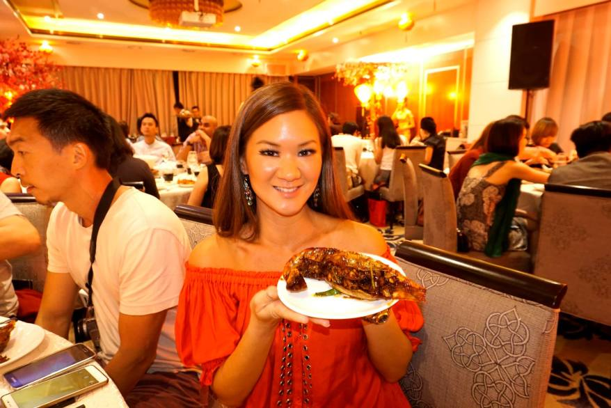Reknowned food blogger Umei of www.http://ccfoodtravel.com/ with her giant prawn!
