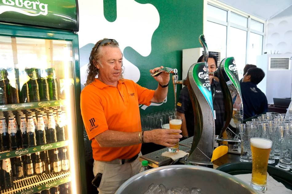 Miguel Jimenez even poured his own beer!