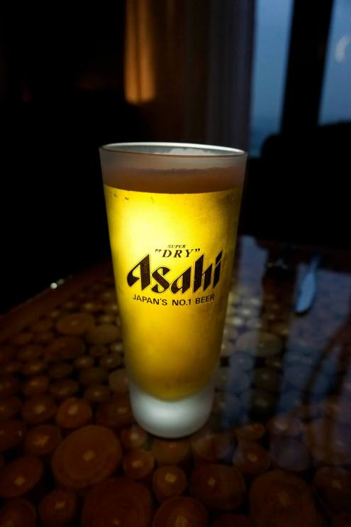 Before dinner you can chill out in the lounge and have a few drinks. I chose to have a pint of Asahi Super Dry draught first before dinner.