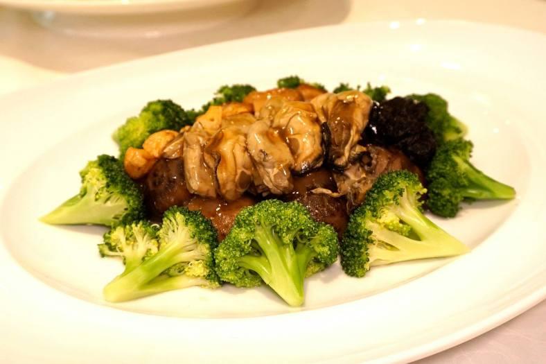 Fatt choy, whole dried scallop & garlic with broccoli