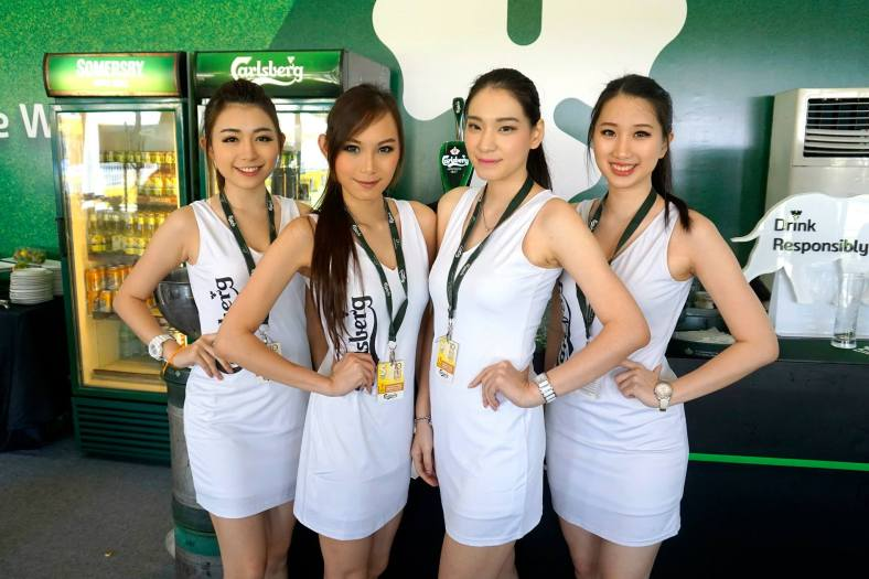 Finally reached the lounge and these pretty Carlsberg girls were on hand to serve us ice-cold pints of Carlsberg as well as the other beers under the Carlsberg portfolio such as Asahi Super Dry, Kronenbourg 1664, Somersby cider, and even Danish Royal Stout!