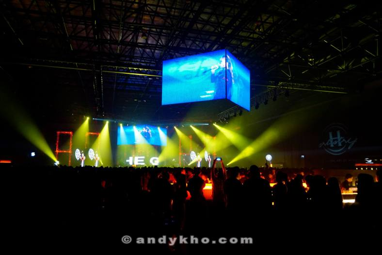 The main arena was transformed into one giant club with great audio and visual effects to boot!