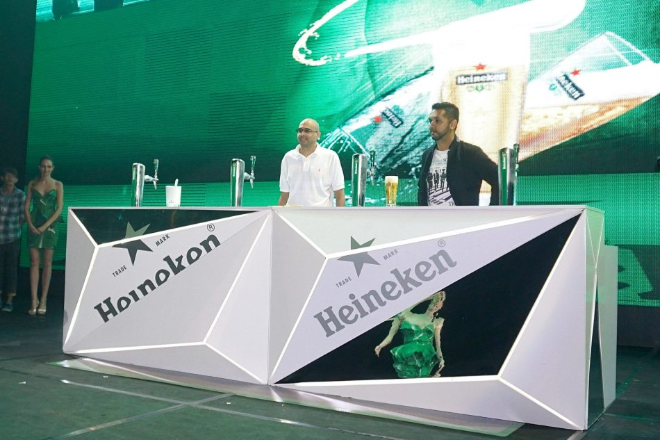 Hans and Deepak battling it out in the (guests) finals whereby the winner get himself a trip to Holland!