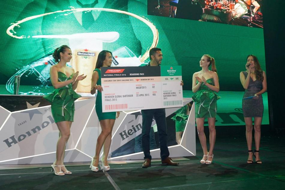 Jessie Chuah presenting the mock cheque to Deepak