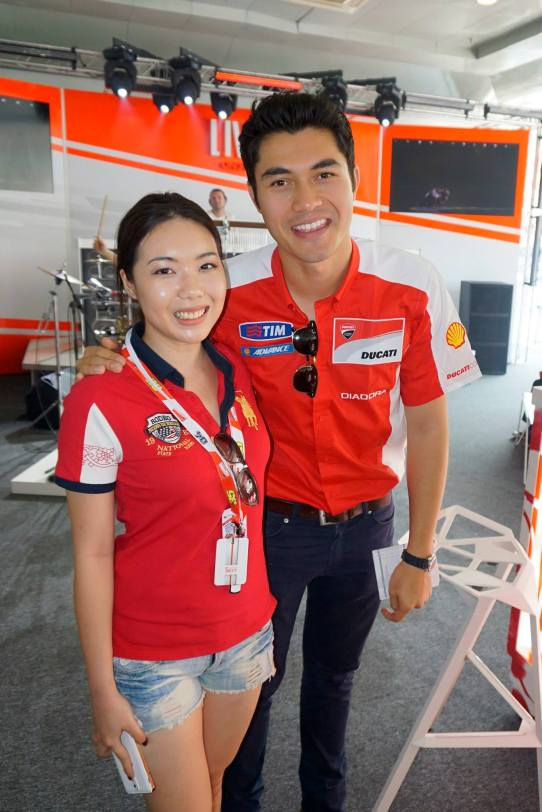 Henry Golding was the MC of the event and the girls lined up to take pics with him