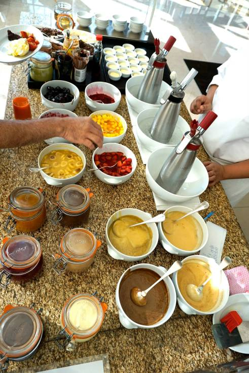 One thing that really impressed me was the amount of toppings, sauces and condiments that were available to go with the dishes