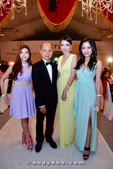 Jimmy Choo never fails to attract attention from the ladies who literally Q up to take photos with him