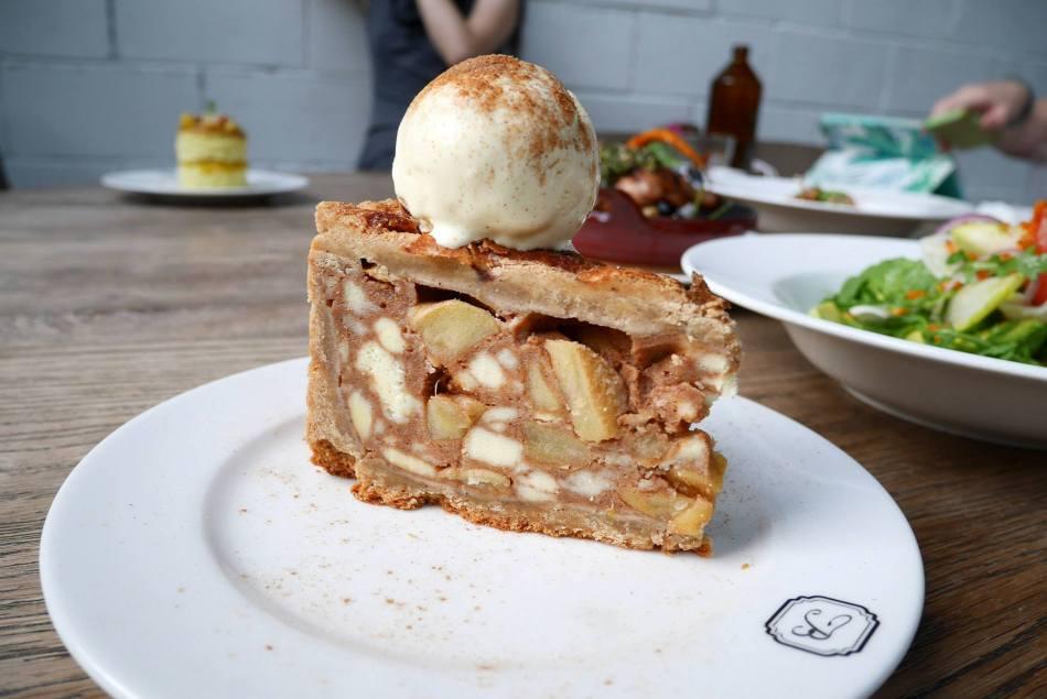 Apple Cinnamon Pie