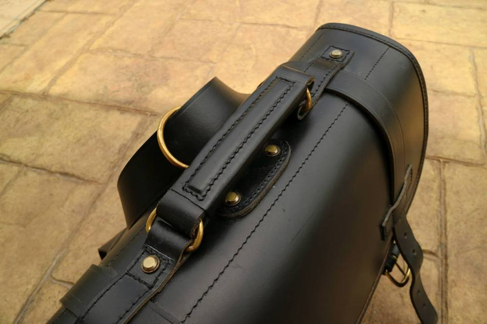 The brass fittings and buckles all around give it a very vintage yet premium feel