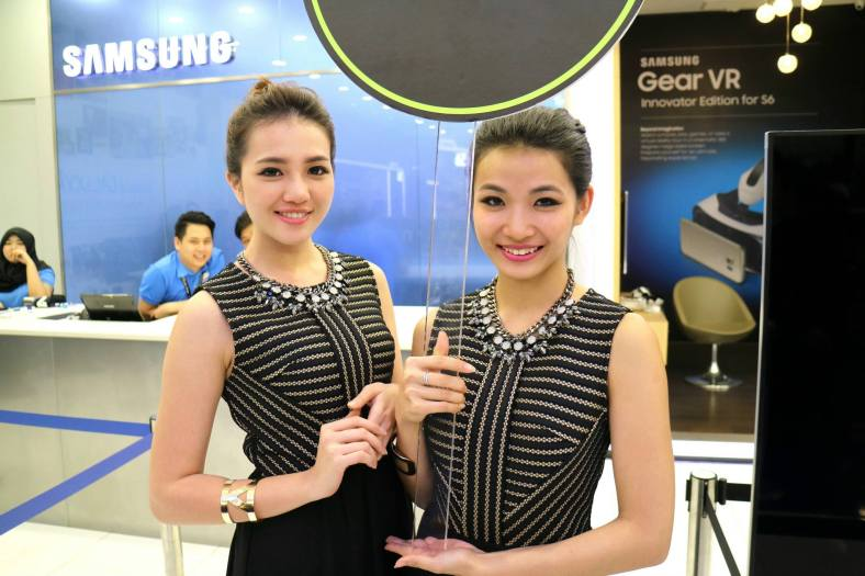 Pretty Samsung girls