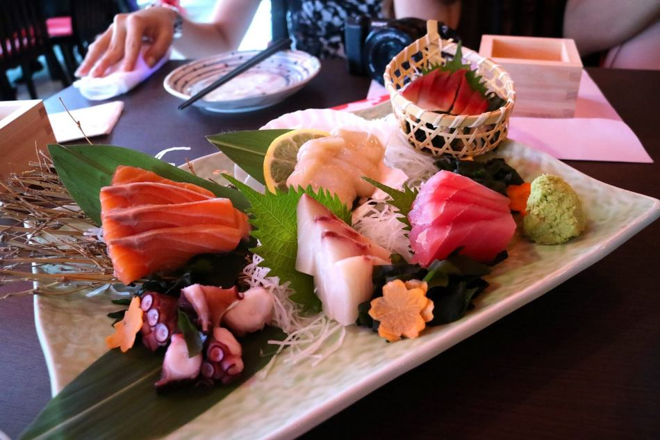 The sashimi was very fresh and we look forward to returning soon for a full food review