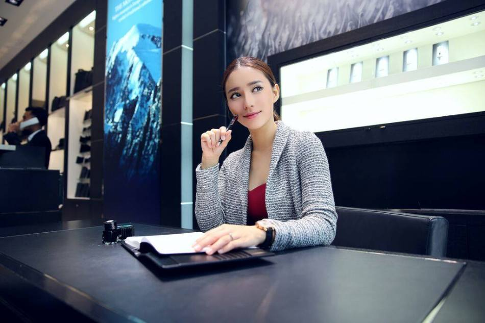 Popular model Venice Min also giving the Montblanc StarWalker Urban Speed a try