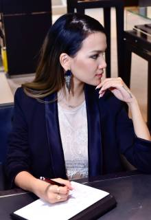 MHB's Stephanie Lim trying out the Montblanc StarWalker Urban Speed