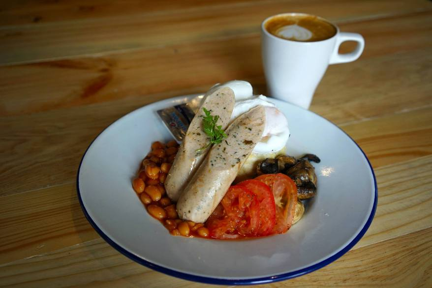 High & Mighty Londoner (poached or fried eggs, grilled tomatoes, sautéed mushrooms, English muffin & butter, sausages & baked beans) - RM25.00