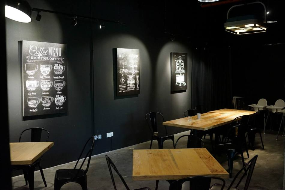 The cafe is nicely decorated with the black walls being the differentiation factor from other cafes