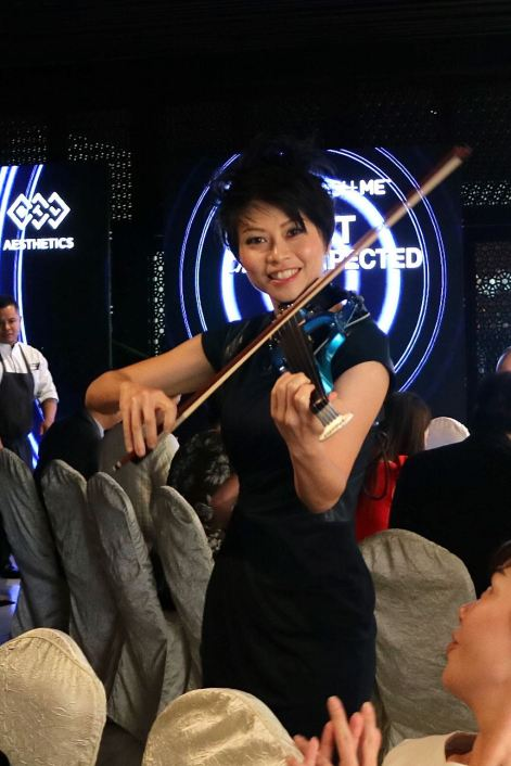 Violinist Joanne Yeoh kept us entertained
