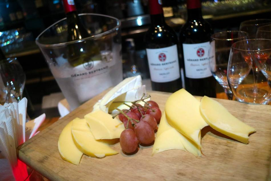 I was especially delighted to see cheese platters! Oh how I love cheese with wine!