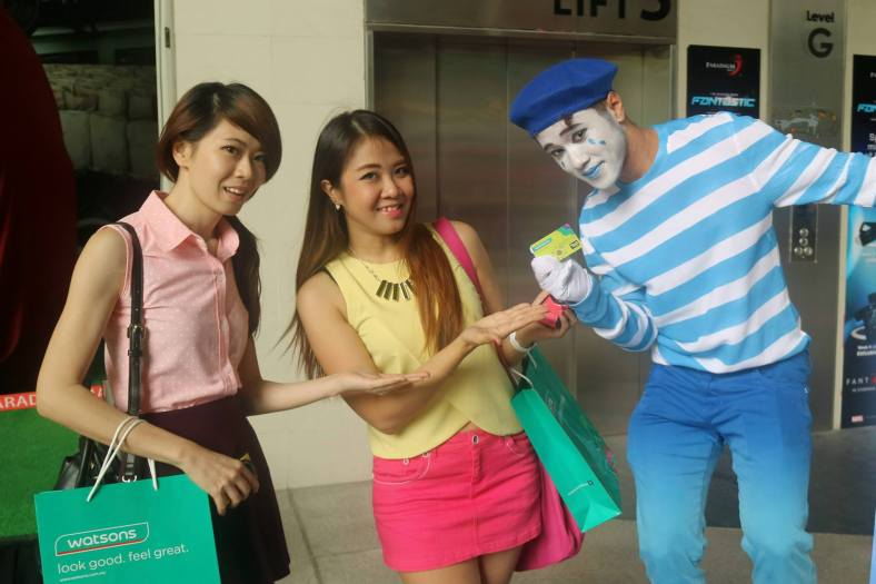 MHB's Patricia and Jenny with a mime artiste