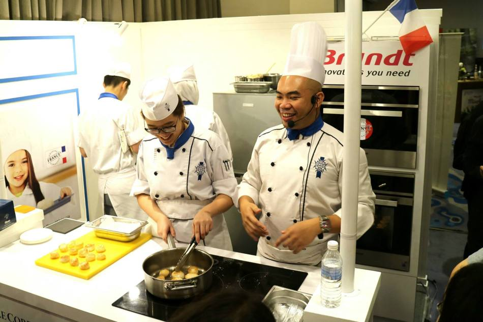 My friend Liang had apparently become a chef. Last I saw him he was a music artiste. Guess he's a man of many talents!