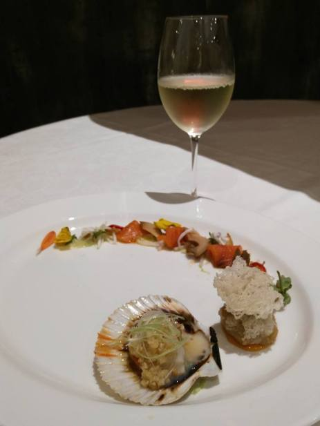 Appetiser-Chilean scallop with garlic sauce, abalone salad & black sesame shrimp bundle