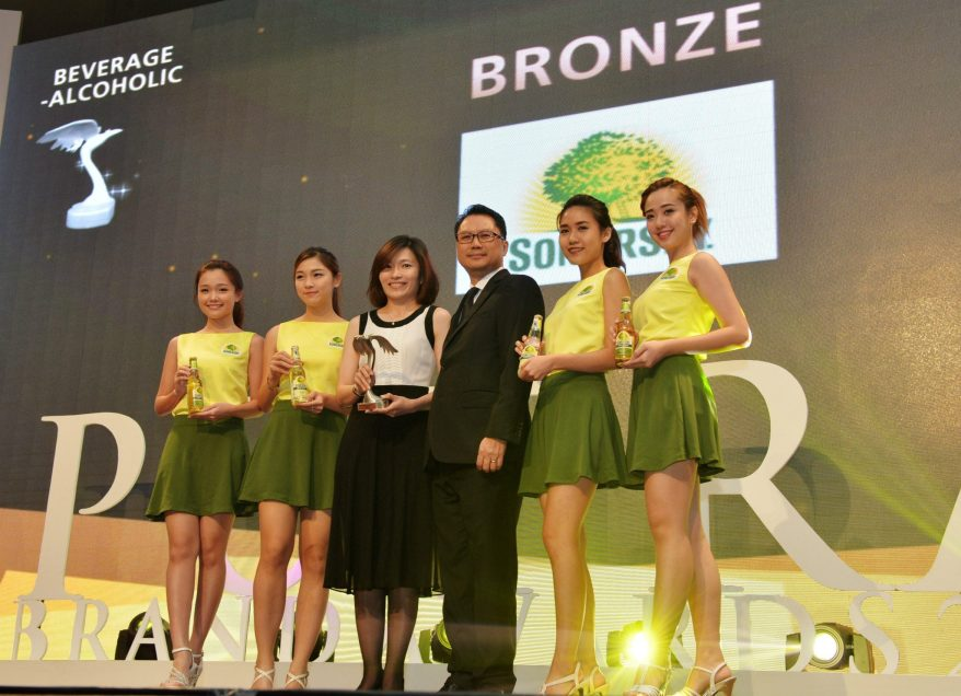 Juliet Yap, Marketing Director of Carlsberg Malaysia (centre) receiving the bronze award for Somersby cider, which also marked the first time a cider won an award at the Putra Brand Awards.