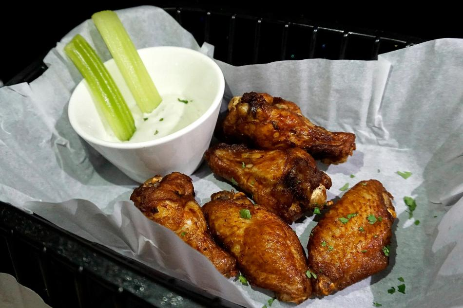 Fried buffalo wings with blue cheese and celery - RM25.00