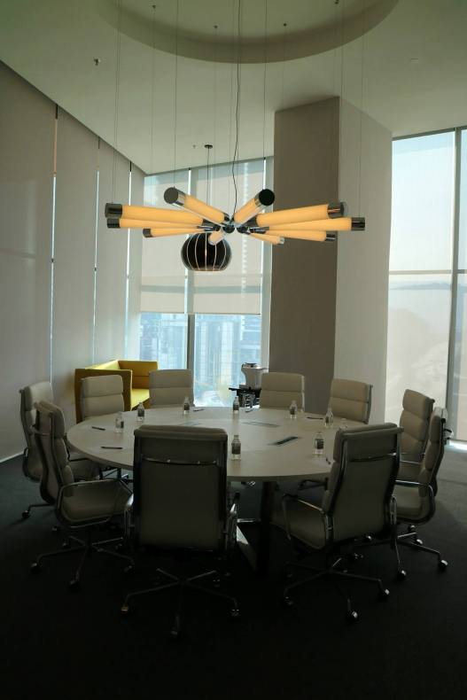 Qliq is equipped with 11 meeting roomsof different sizes. Pictured here is the round table boardroom.