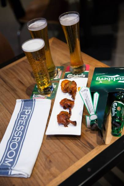 Pressroom - Chilindron Chicken Wing with Carlsberg. I thought this was pretty ok. Chicken wings with beer! Can't go wrong with that.